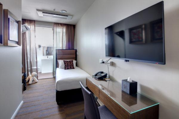 57 HOTEL 2015-03-11-323A-HR